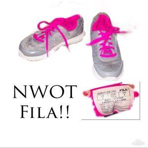 ‼️🔥NWOT Girls FILA Sneakers!!🔥‼️